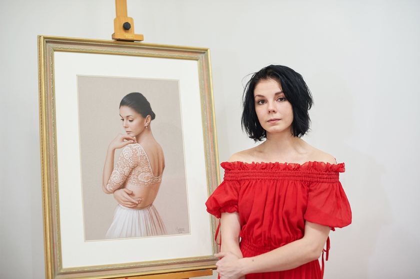 Balleria Natalia Osipova next to artwork by Svetlana Cameron